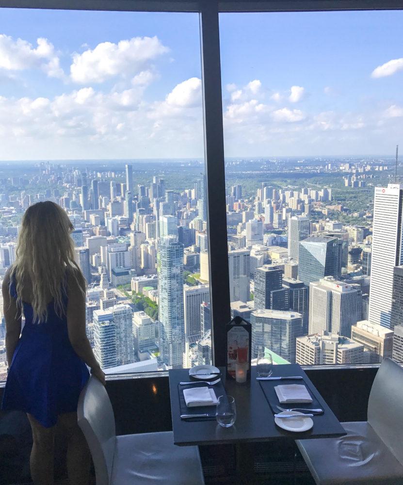 Dine In Toronto Lunch Cn Tower In 360 Restaurant
